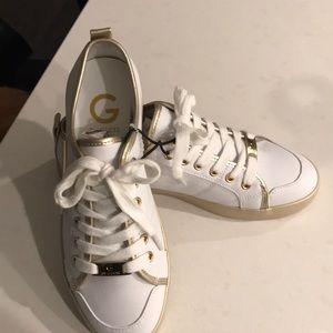 Women's guess tennis shoe